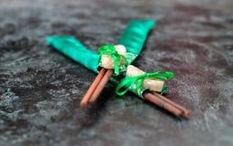 Regalo de los palillos del sushi con las piedras Fotos de archivo