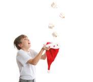 Regalo de Navidad de cogida del muchacho Imagen de archivo