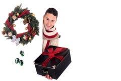 Regalo de Navidad del hombre Fotografía de archivo libre de regalías