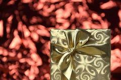 Regalo de Navidad del oro fotografía de archivo