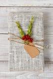 Regalo de Navidad envuelto tela Fotografía de archivo
