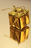 Regalo de oro foto de archivo libre de regalías