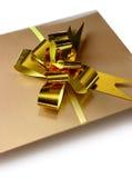 Regalo de oro Fotografía de archivo libre de regalías