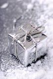 Regalo de plata de la Navidad Imagen de archivo libre de regalías