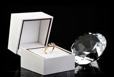 Regalo del anillo de la eternidad Imagen de archivo