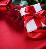 Regalo del biglietto di S. Valentino fotografia stock libera da diritti