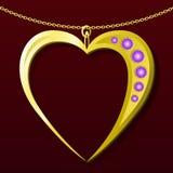 Regalo del colgante del oro de la tarjeta del día de San Valentín Fotos de archivo libres de regalías