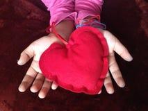 regalo del cuore a voi Fotografia Stock Libera da Diritti