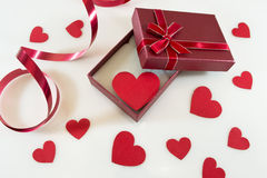 Regalo del día de tarjeta del día de San Valentín imágenes de archivo libres de regalías