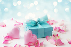 Regalo del día de tarjetas del día de San Valentín imagen de archivo libre de regalías