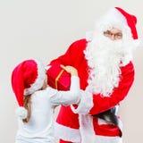 Regalo del givig del Babbo Natale per la ragazza Fotografia Stock
