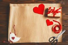 Regalo dell'imballaggio per il giorno del ` s del biglietto di S. Valentino Immagini Stock
