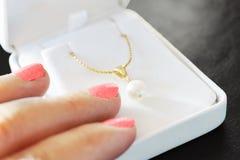 Regalo della perla Fotografia Stock