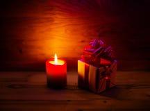 Regalo delle luci di Natale e con le candele Immagine Stock Libera da Diritti