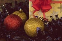 Regalo di Natale in carta d'annata Immagine Stock