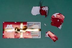 Regalo di Natale del denaro contante di U S valuta Fotografie Stock Libere da Diritti