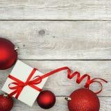 Regalo di Natale e bagattelle Immagine Stock