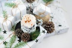 Regalo di Natale e caffè Mattina di natale ideale Fotografia Stock Libera da Diritti