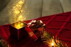 Regalo di Natale magico fotografie stock libere da diritti