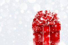 Regalo di Natale in neve Immagini Stock Libere da Diritti