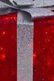 Regalo di Natale rosso e d'argento II immagine stock libera da diritti