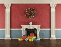 Regalo di Natale in un camino classico Fotografia Stock