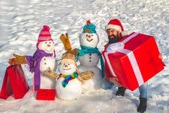 Regalo di progettazione fatto a mano Progettazione del manifesto di festa Pupazzo di neve barbuto sorridente felice della famigli fotografia stock libera da diritti
