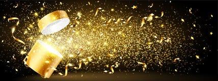 Regalo dorato con i coriandoli Fotografie Stock