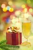 Regalo e champagne di natale Fotografie Stock Libere da Diritti