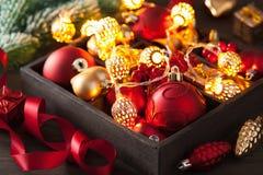 Regalo e decorazione di Natale in lanterna della ghirlanda della scatola di legno Fotografia Stock Libera da Diritti