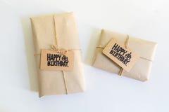 Regalo fatto a mano con il biglietto di auguri per il compleanno felice, congratulati di celebrazione Immagine Stock