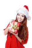 Regalo feliz de Navidad de la explotación agrícola de la mujer de Santa Fotos de archivo libres de regalías