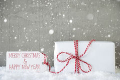 Regalo, fondo del cemento con i fiocchi di neve, Natale e nuovo anno Fotografie Stock Libere da Diritti
