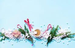 Regalo Mini Marshmallows Candy Cane Cocoa di Natale Fotografia Stock
