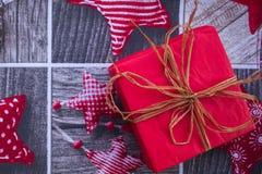 Regalo nella scatola per il Natale o il nuovo anno Fotografie Stock