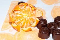 Regalo obbligatorio di Natale dell'insieme della caramella e dei mandarini Fotografia Stock