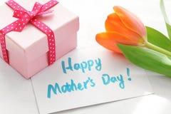Regalo para el día de madre imágenes de archivo libres de regalías
