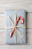 Regalo pasado de moda de la Navidad Fotografía de archivo libre de regalías
