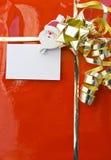 Regalo rojo de la Navidad con la tarjeta vacía Fotos de archivo libres de regalías