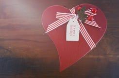 Regalo rojo de la Navidad de la forma del corazón del estilo del vintage Fotografía de archivo