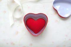 Regalo rojo del corazón Imágenes de archivo libres de regalías