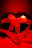 Regalo rosso del cuore Fotografia Stock Libera da Diritti
