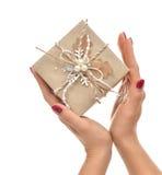 Regalo rustico del regalo di compleanno di natale fatto a mano d'annata del mestiere dentro Immagine Stock Libera da Diritti