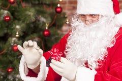 Regalo Santa Claus del anillo de la joyería Fotografía de archivo