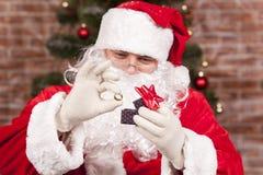 Regalo Santa Claus dell'anello dei gioielli Fotografia Stock