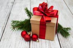 Regalo y bolas de la Navidad Foto de archivo