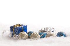 Regalo y ornamentos de la Navidad Foto de archivo libre de regalías