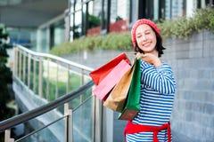 Regalo y presente de las compras el día de fiesta Imágenes de archivo libres de regalías