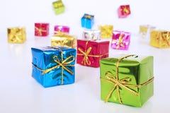 Regalos coloreados foto de archivo libre de regalías