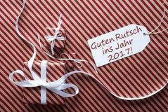 Regalos con la etiqueta, Feliz Año Nuevo de los medios de Guten Rutsch 2017 Foto de archivo libre de regalías